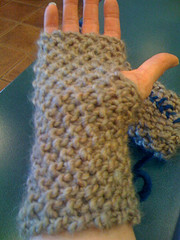 Moss Stitch Mitts in That Magical Beige